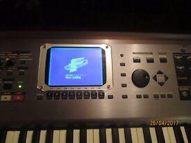 Roland Fantom S88 Workstation Keyboard, 88 fully weighted keys, near mint.