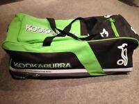 KOOKABURRA CRICKET BAG WITH WHEELS