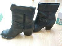 CLARKS ladies black leather cuban heel / block heel ladies boots melissa holly range size UK 6