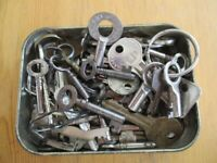 Tin of Approx 50 Various Old Keys - ONLY £5 The LOT - Buyer To Collect