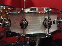 """DW Design White Pearl Marine 14"""" Snare Drum with case"""