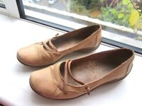 *~*~*~*~*~* Very comfortable Hush Puppies Leather Women's Shoes, Size EU 37, UK 4.5, narrow fit *~*