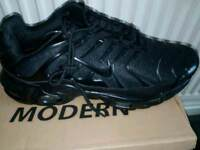 BLACK NIKE TN SIZE 8 FREE DELIVERY