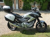 HONDA NC700XA-D 2013 - HONDA FITTED HEATED GRIPS, TOP & SIDE PANNIERS *PLUS LOTS OF EXTRAS* COMMUTER