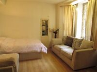 Hyde park / Queensway / central London / A bright double room with all bills inclusive