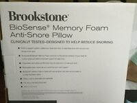 Anti-snore pillow made of memory foam. Removable cover, fits into a standard pillow case.