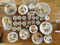 Royal Worcester Evesham Gold, 71 piece
