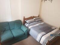 2 bedroom flat in Sciennes, Edinburgh, EH9 (2 bed) (#986152)