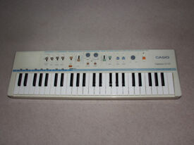 Casio Casiotone MT-45 electronic keyboard - battered but works well - needs 7.5v adapter