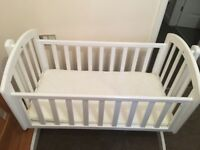 Baby crib with pink 6 sheets