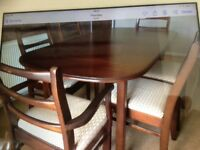 Diningroom table and 6 chairs