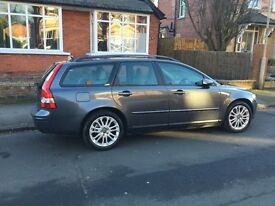 VOLVO V50 5dr estate 2.4i automatic - 2005 model/registered in 2004