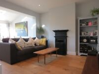 -4 Bedrooms 2 Bathrooms Terraced Located in The Centre of Raynes Park-