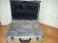 Aluminium / plastic toolcase with compartments