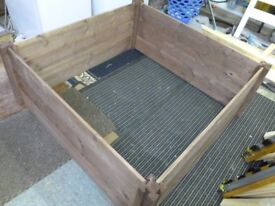 Wooden Whelping Bed with Waterproof Liner