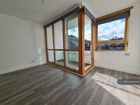 2 bedroom flat in Plender Street, London, NW1 (2 bed) (#997608)