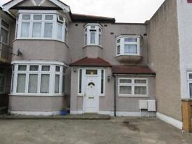 5 bedroom house in Mighell Avenue, Redbridge