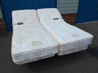2x Craftmatic adjustable beds with massage function, Can deliver