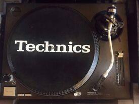 DJ Setup Technics Turntables 1210mk2 x 2, Behringer DDM4000, M-Audio Torq Conectiv, Kam Coffin Case