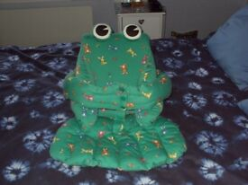 Frog Proppababy support seat for young babies