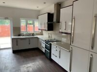 Five bed house with two bathrooms for rent in east ham