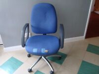 SWIVEL CHAIR.