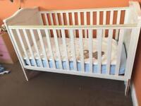 Baby cot white