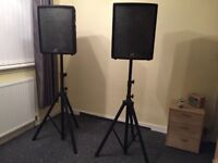 Two Peavey 12inch 4 Ohms Speakers with stands still in good condition