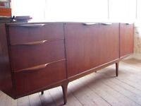 LARGE DINING ROOM TEAK SIDEBOARD WITH DRINKS CABINET