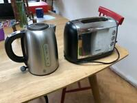 Selling a silver kettle and toaster