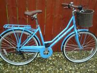 STUNNING, LADIES LOW FRAME BIKE WITH BASKET, RACK, STAND, LIGHTS, LOCK & PUMP.**FREE DELIVERY HULL*