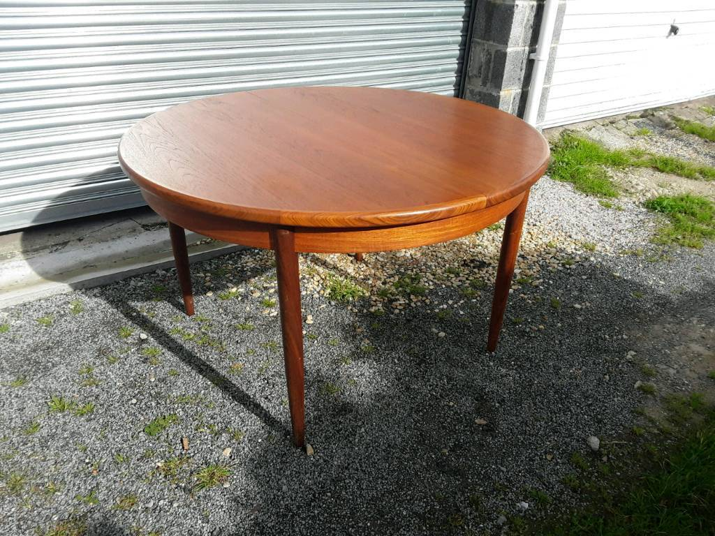 G Plan round extending dining table