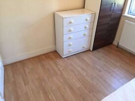 ___ Big Single room available now ___ cricklewood only £120pw!!