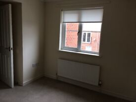 Large Double Room in Morden house to rent in close proximity to local shops and train station.