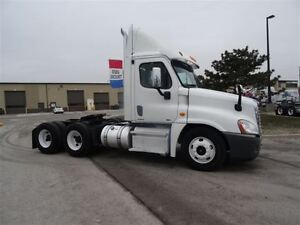 2011 Freightliner Cascadia CA125 Day Cab Full Lockers