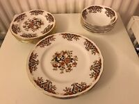 Colclough bone china dinner set! 6 dinner plates, 6 side plates, 6 bowls