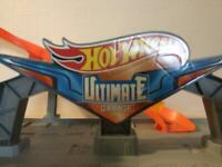 Ultimate Hotwheels Garage and 12 cars. Rrp £140!