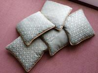 5 cushions - Green and gold