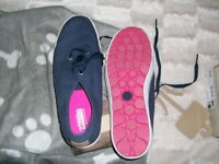 ladies sckecher canvase plimsole navy