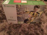 XBOX ONE S 500GB LIKE BRAND NEW BOXED + FIFA 17 + WARRANTY