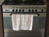 Cooker 5 burner with extractor hood