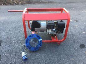 Honda 5.5 Petrol engine Generator 240v/110v with extension cable and spare 110v socket