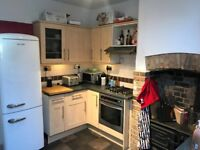 Kitchen units incl worktop, cooker, hob, hood, sink and dishwasher