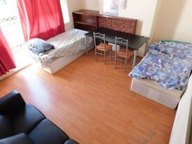 3 Beds Available in Aldgate/Lime House E1