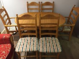 Dining table & 6x chairs