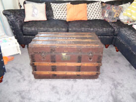 LARGE VINTAGE STEAMER TRUNK WOOD AND METAL. HEAVY CHEST WITH METAL LINING