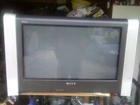 """BROKEN 28"""" SONY CRT TELEVISION"""