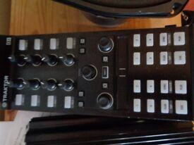 traktor dj controller x1 mk2 with bracket