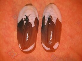 BEACH / DECK SHOES for WATER protect childrens feet on the beach & in the sea Size 1 GREAT CONDITION
