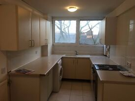 2 Bedroom Split Level Flat to Let near Woodford Station IG8 7JF